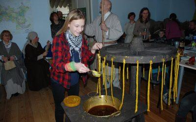 Trakų romuviai liejo Perkūno žvakes