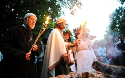 Baltų vienybės ugnies sąšauka Verkių parke prie Lizdeikos aukuro