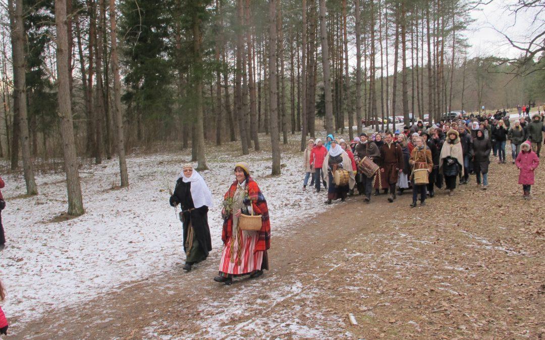 Kviečiame į Pavasario lygiadienio šventę ant Pūčkorių piliakalnio